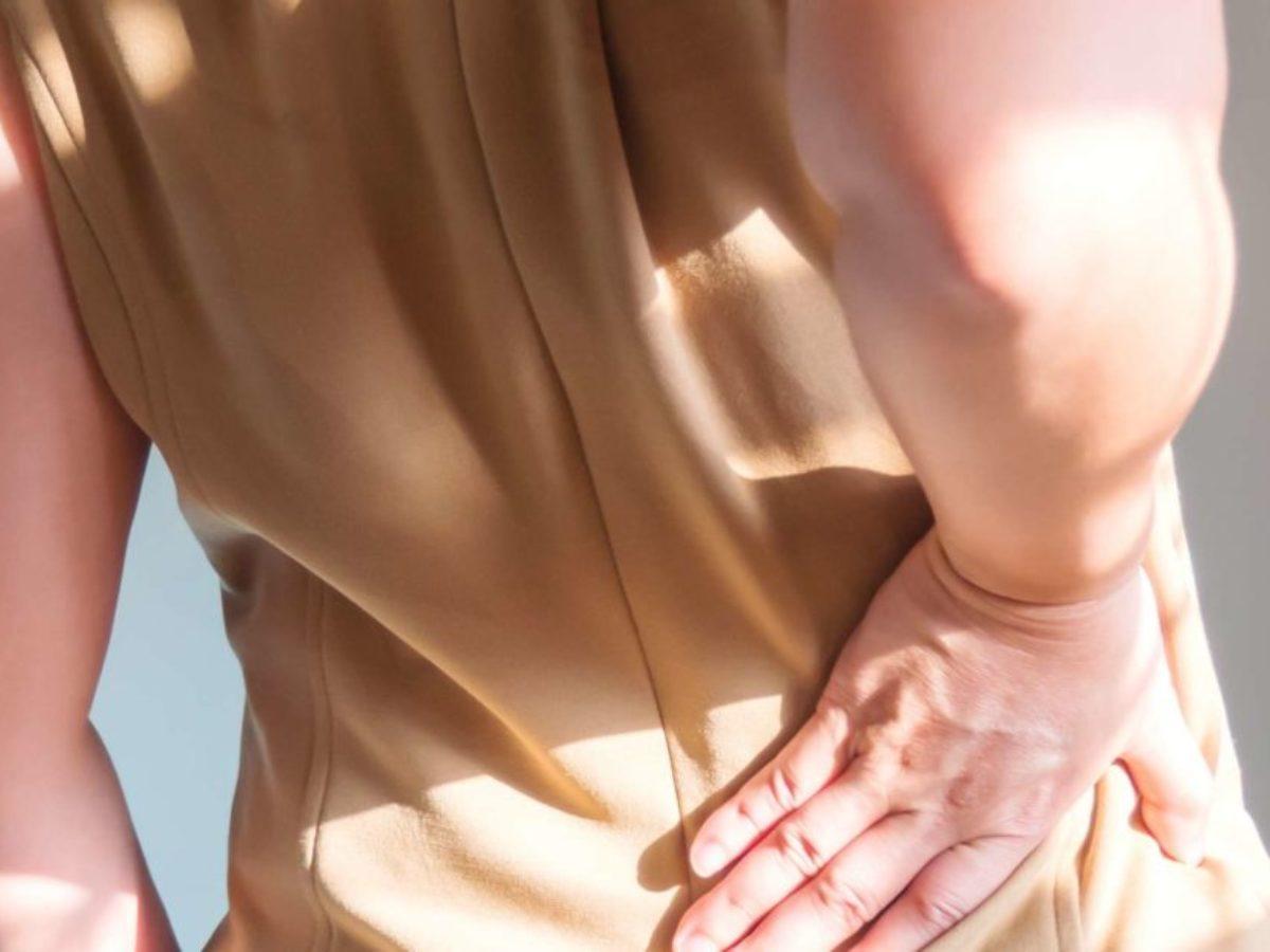durere palpitantă constantă la ambele picioare