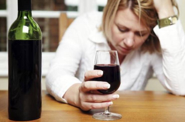 10 Consecinte asupra sanatatii a consumului excesiv de alcool si cum sa te lasi bautura